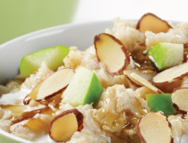 Nutritious oatmeal with almonds