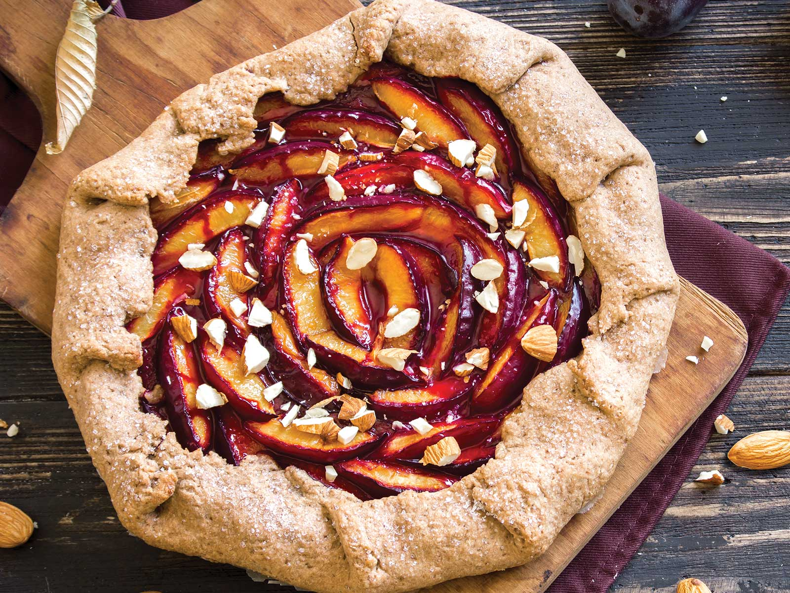 Rustic tart with almonds
